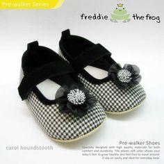 #Sepatu freddie the frog (Carol houndstooth) ~ 90ribu. Ukuran Sol : No. 3 = 11 cm (untuk umur sekitar 0-6 bulan-) No. 4 = 11.5 cm (Sekitar 6-9bulan-) No. 5 = 12 cm (Sekitar 9bln-1 tahun-)