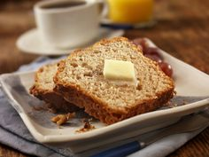 Banana bread is always a winner for breakfast or for the afternoon cup of coffee or tea. This vegan baking recipe is a holiday favorite, especially if you have hungry guests to feed. Whole Wheat Banana Bread, Gluten Free Banana Bread, Vegan Gluten Free, Paleo, Vegan Baking Recipes, Quick Bread Recipes, Banana Bread Recipes, Vegan Sweets, Bologna