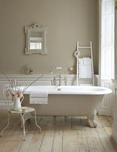 Awww.... bathtub...I dream of this every single night....... bubbles ...
