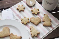 Biscotti natalizi alla cannella e granella di mandorle