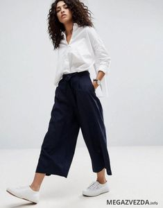 Easy summer outfit for work = button up linen culottes Latest Fashion Clothes, 90s Fashion, Korean Fashion, Fashion Outfits, Fashion Online, Prep Fashion, Fashion Black, Winter Fashion, Vintage Fashion