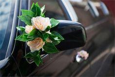 Simple floral wedding car decor