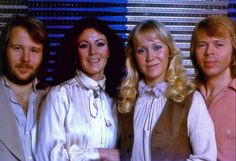 Alternative session of rainbow 1978, Agnetha look rare and beautiful with this hair