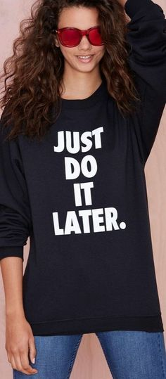 Funny t-shirt: Petals and Peacocks Just Do It Later Sweatshirt Mode Style, Style Me, Estilo Street, Do It Yourself Fashion, Looks Cool, Fashion Outfits, Womens Fashion, Swagg, Cool Shirts