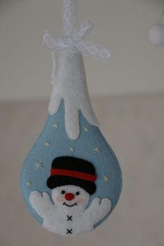 Frosty felt snowman ornaments so cute Felt Christmas Decorations, Felt Christmas Ornaments, Snowman Ornaments, Christmas Fun, Fabric Ornaments, Christmas Projects, Felt Crafts, Holiday Crafts, Felt Projects