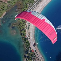 Tag someone you would do this with! #pinkparachute #pink #pinkcolor #beach #obsessedwithpink