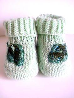 Chaussons bébé en acrylique vert opaline : Mode Bébé par creations-fait-main-divers