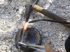 10 - inizio preparazione del perno di blocco del posizionamento dell'aggancio di traino.