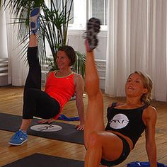 Tighten and tone your backside with this 10-minute workout from Anna Kaiser of AKT in Motion. She trains Kelly Ripa and Sarah Jessica Parker. Although the focus of this workout is on the glutes, you will be working your entire body — to make the most of those 10 minutes.