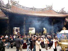 Taipei Longshan (龍山寺) Temple #Taipei #Taiwan #Travel