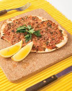 Αρμενικο λαχματζουν Butcher Block Cutting Board, Side Dishes, Tasty, Beef, Kitchen, Food, Meat, Cooking, Kitchens
