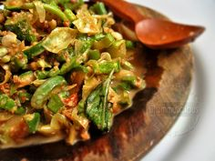 Karedok~ Raw vegetables served with peanut sauce from West Java(It's close to East Java pecel, but karedok uses raw vegetables).
