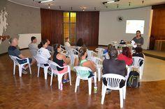 O objetivo do encontro é orientar os professores em situações de urgências traumáticas e divulgar a importância do uso do protetor bucal durante a prática esportiva.