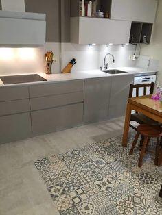 Rustic Kitchen Design, Kitchen Room Design, Kitchen Dinning, Kitchen Tiles, Kitchen Flooring, Kitchen Interior, Interior Design Living Room, Kitchen Decor, Shaker Style Kitchen Cabinets