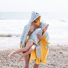 Pretty spotted stingray hooded towel with tail. This is the cutest beach & bath time towel ever! Freshly illustrated and handmade in Barcelona With yellow underside. cotton 61 x 39 inch Don Fisher, Creative Toys For Kids, Miss Moss, Beach Bath, Kids Beach Towels, Couture, Summer Fun, Hoods, Picnic