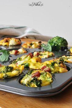 Muffiny jajeczne - pomysł na śniadanie 1 Sprouts, Recipies, Vegetables, Cooking, Food, Humor, Fitness, Recipes, Kitchen