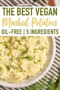 The BEST vegan mashed potatoes made with a secret ingredient that brings them to the next level! These require just 5 simple ingredients total and are so easy to make. They are perfect for the holidays, family dinners or even date nights at home. Vegan Thanksgiving Dinner, Vegan Christmas, Thanksgiving 2019 Date, Christmas Holidays, Vegan Foods, Vegan Vegetarian, Raw Vegan, Vegan Mashed Potatoes, Vegan Side Dishes