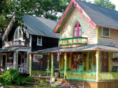 Victorian cottages… pretty painted ladies!!