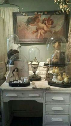 Vintage under a glass Glass Dome Display, Glass Domes, Shabby Chic Decor, Vintage Decor, The Bell Jar, Bell Jars, Macabre Decor, Cloche Decor, French Style Homes