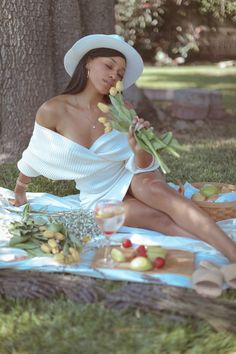 Girl Photo Shoots, Girl Photos, Birthday Photo Shoots, Birthday Photoshoot Ideas, Glam Photoshoot, Photoshoot Concept, Creative Photoshoot Ideas, Photoshoot Inspiration, Picnic Date Outfits