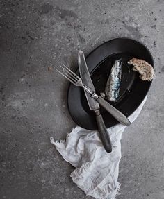 Our oval charcoal plate seen by beautiful Nuestro plato oval visto por ❤️ . Food Styling, Charcoal, Plates, Ceramics, Beautiful, Tableware, Instagram, Licence Plates, Ceramica