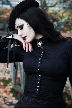 An elegant and beautiful community for everything gothic, steampunk, and punk inspired. Dark Beauty, Goth Beauty, Dark Fashion, Gothic Fashion, Fashion Beauty, Victorian Fashion, Gothic Mode, Gothic Lolita, Gothic Hair