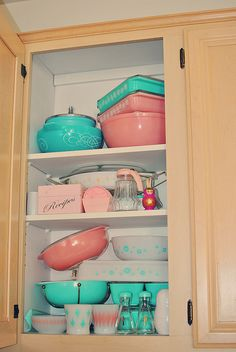 It is getting a bit crowded in my cabinet! Vintage Pyrex, Glasbake, and Anchor Hocking goodies.