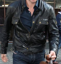 Richard Armitage in Belstaff Men Leather gangster blouson black 2010 On Belstaff site HERE Stylish short jacket from ReplikalederNarrow, tight fit Stand-up collar with buckle closure Two zippered pockets and two patch pockets button front Authentic vintage look with this great Leather Concealed zipper placket Smocked sides with zippers for perfect fit Cool, young jacket for day and evening! Shell: 100% Leather  Sleeve lining: 100% viscose May 4th 2010 BBC Radio 1 with Diesel jeans