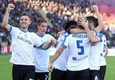 La nuova maglie calcio Atalanta Seconda 16-17 poco prezzo ha un design pulito in bianco e blu reale.  È combinato con pantaloncini bianchi e calzettoni.
