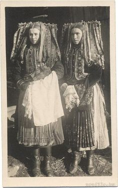 Hungary women- I think this photo may have inspired Carol Burnett in her Gone with the Wind skit. Old Photos, Vintage Photos, Folk Costume, Costumes, Anthropologie, Ethnic Dress, People Of The World, World Cultures, Ethnic Fashion