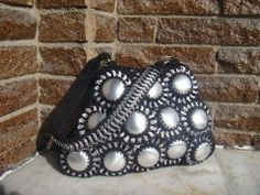DIY: Recycle Project: Crochet a handbag with soda can bottoms and pop tabs