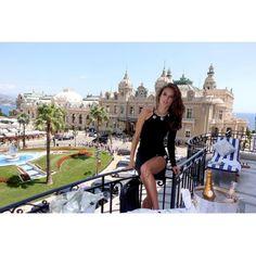 Alessandra Ambrosio à Monaco http://www.vogue.fr/mode/mannequins/diaporama/la-semaine-des-tops-sur-instagram-juillet-2015/21751/carrousel#alessandra-ambrosio-monaco