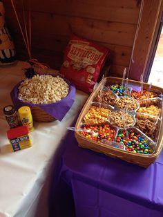 Trendy Snacks Ideas For Party Girl Night Popcorn Bar Sleepover Snacks, Sleepover Birthday Parties, Movie Night Snacks, Movie Night Party, Movie Nights, Halloween Movie Night, Outdoor Movie Party, Birthday Ideas, 13th Birthday