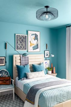 Pictures of the HGTV Smart Home 2020 Guest Bedroom and Bathroom Large Nightstands, Round Nightstand, Contemporary Toilets, Bedroom Wall, Teen Bedroom, Bedrooms, Grey Doors, Teal Walls, Bathroom Pictures