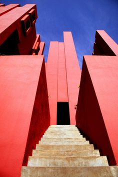 By architect Ricardo Bofill, La Muralla Roja, Calp, Spain Amazing Architecture, Art And Architecture, Architecture Details, Ricardo Bofill, Modern Buildings, Amazing Buildings, Modern Houses, Red Walls, World Of Color