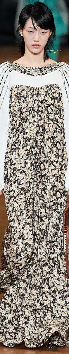 Stella McCartney Spring 2020 RTW | Sparkly Gold ● Sora Choi, Floral Fashion, Fashion Design, Ralph And Russo, Sonia Rykiel, Stella Mccartney, Couture, Spring, Model