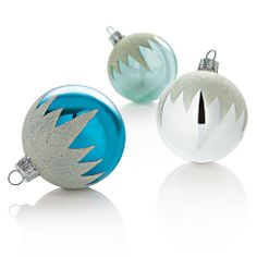 Ornaments, reminds me of Frozen. Frozen Christmas Tree, Little Christmas, Xmas Tree, Holiday Fun, Vintage Christmas, Christmas Holidays, Christmas Ideas, Ornament Crafts, Diy Christmas Ornaments
