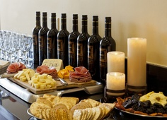 Stay at the Elan Hotel in Los Angeles and enjoy the complimentary wine and cheese reception every night in the lobby. Continental Breakfast, Los Angeles California, West Hollywood, Hotel Offers, Reception Ideas, Beverly Hills, Cheese, Wedding Reception Ideas