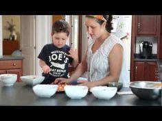 Ce vidéo de l'EANE touche sur les activités familiales simples qui peuvent avoir des effets positifs à long terme. Dog Bowls, Family Activities, Fle, Baby Born, Songs