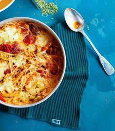 Makaronilaatikon muunnos syntyy spagetti bolognesea mukaillen.