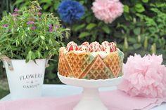 Vintage Wafell Törtchen mit Marzipan und Erdbeeren