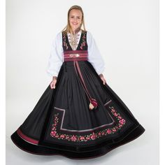 Scandinavian Fashion, Fantasy Costumes, Folk Costume, Character Outfits, Traditional Outfits, Well Dressed, Lady, Womens Fashion, Fabric