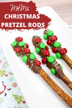Here is our fun and easy MnM Christmas Pretzel Rod recipe for the kids to make. Save the recipe and have this adorable and yummy treat to you child's Christmas party #christmas #christmasfood #pretzelrods #foodideas #christmastreats #partyfood #simplefoodidea #sweets #mnm Best Christmas Recipes, Christmas Party Food, Christmas Treats, Kids Christmas, Simple Christmas, Christmas Pretzels, Christmas Sprinkles, Chocolate Candy Melts, Melting Chocolate