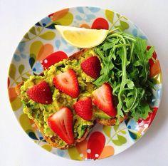 Avo And Strawberries