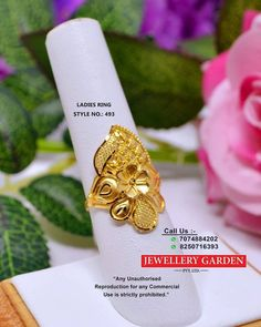 Indian Gold Jewelry Near Me Code: 1423627044 Gold Wedding Jewelry, Gold Rings Jewelry, Jewelry Design Earrings, Gold Earrings Designs, Gold Jewellery Design, Gold Jhumka Earrings, Gold Mangalsutra, Gold Necklace, Bridal Jewellery Inspiration