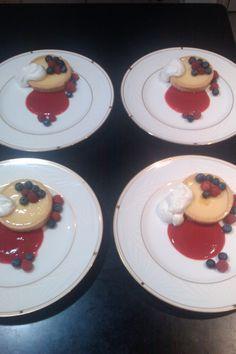 Dessert Lemon Custard Tarts with fresh berries and strawberry Coulis (Coulis de fraise) Lemon Custard Tart, Lemon Desserts, Tarts, Catering, Panna Cotta, Berries, Strawberry, Fresh, Breakfast