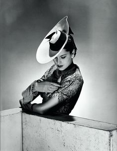 The Latest Hat,1942,London, shot in the Vogue studio