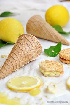 Παγωτό lemon pie xωρίς παγωτομηχανή / No-churn lemon pie ice cream 2 Ingredient Ice Cream, Greek Desserts, Ice Cream Pies, Pastry Cake, 2 Ingredients, Chocolate Cake, Lemon, Food And Drink, Sweets