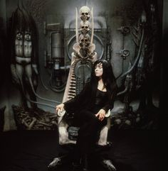 H.R. Giger body paints Debbie Harry for album cover and video—behind the scenes Hr Giger, Giger Alien, Giger Art, Alien Painting, Body Painting, Xenomorph, Chris Stein, Very Beautiful Woman, Blondie Debbie Harry