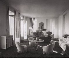 A sunny, breezy salon at Villa Les Palmiers, the Nice residence of Jacqueline and Raymond Patenôtre, decorated in the mid by Jean-Michel Frank. Art Deco Hotel, World Of Interiors, Deco Interiors, Commercial Interiors, Living Room Inspiration, Beautiful Interiors, Timeless Design, Modern Contemporary, Jean Michel